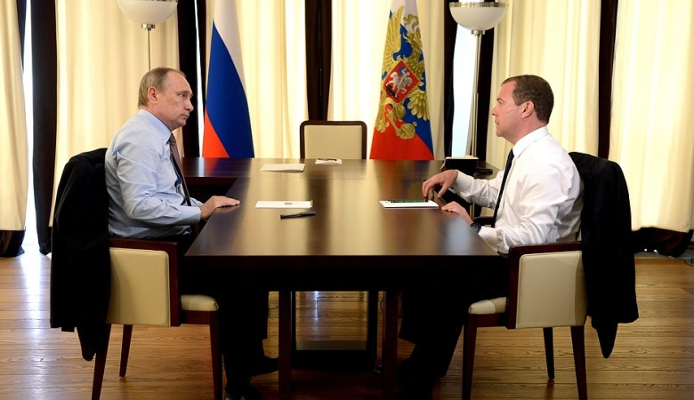 Putin and Medvedev discuss the ruble strengthening and the tree-year budget