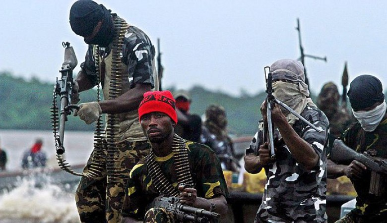 Pirates hold the Russian and Nigerian seamen to ransom