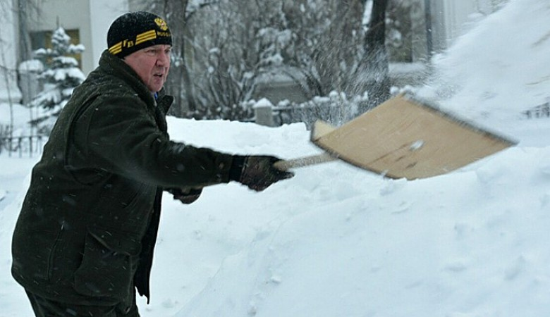 Governor of Karelia works as a street cleaner